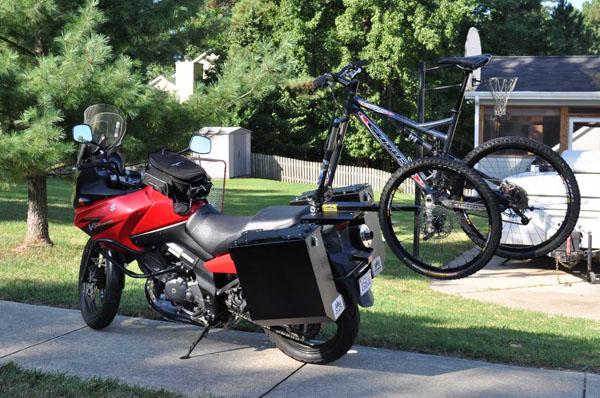 810963ff5cb0 Изобретенный Гареттом Блейком (Garrett Blake) держатель 2×2 Cycles Bicycle  Rack, позволяет быстро и жестко закрепить велосипед на мотоцикле.